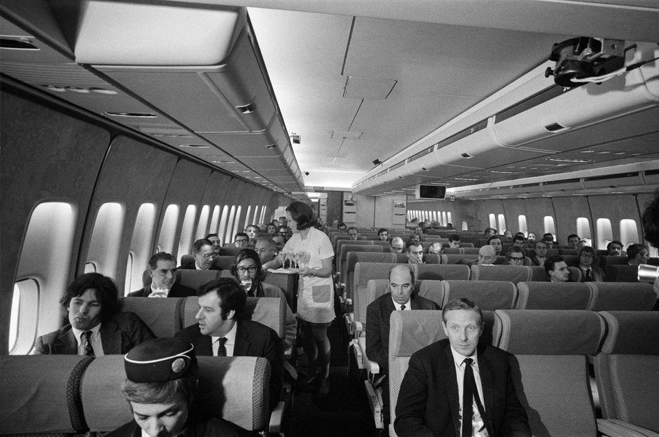 첫 상업비행에 나선 보잉 747은 승객 361명을 태우고 뉴욕을 출발해 영국 런던 히드로 공항에 도착했다. 1970년