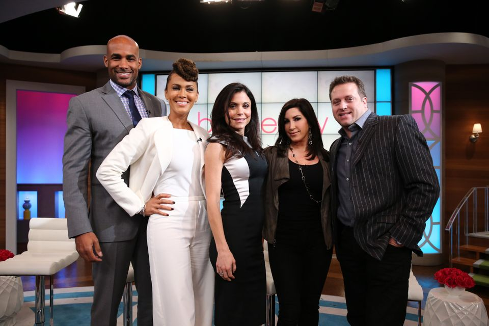 NEW YORK - NOVEMBER 13:  Bethenny Frankel (C) hosts Kenny 'Babyface' Edmonds (not pictured), (L-R) Boris Kodjoe, Nicole Ari P