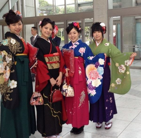 Some female students wear onna hakama while others opt for kimino, with males donning either traditional haori hakama or suit