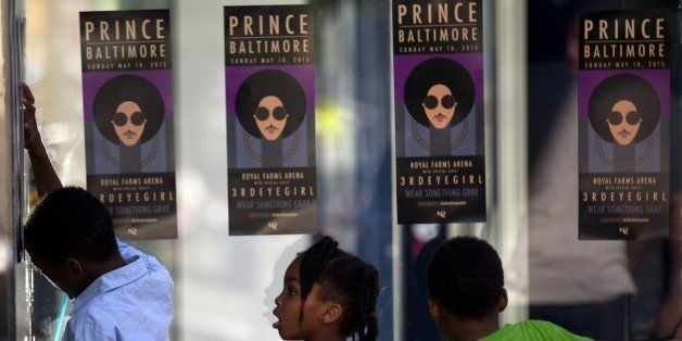 Children look through glass as fans of musical artist Prince enter a 'Rally 4 Peace' concert in Baltimore, Maryland on May 10