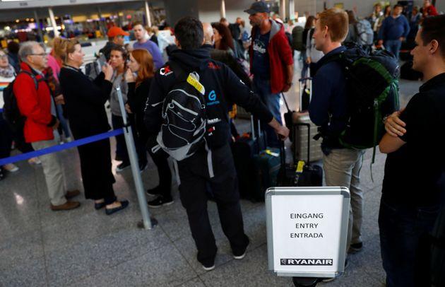 Airport queues in