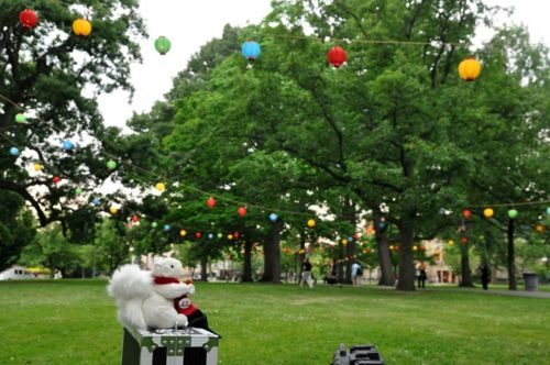 "<a href=""http://www.oberlin.edu/stupub/ocreview/2007/12/07/arts/Albino_Squirrels_Inspire_M.html"" target=""_blank"">Oberlin's sq"