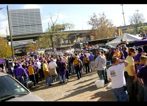 "<a href=""http://www.lsusports.net/SportSelect.dbml?SPID=2164"" target=""_hplink"">LSU fans</a> won our hearts by offering one of"
