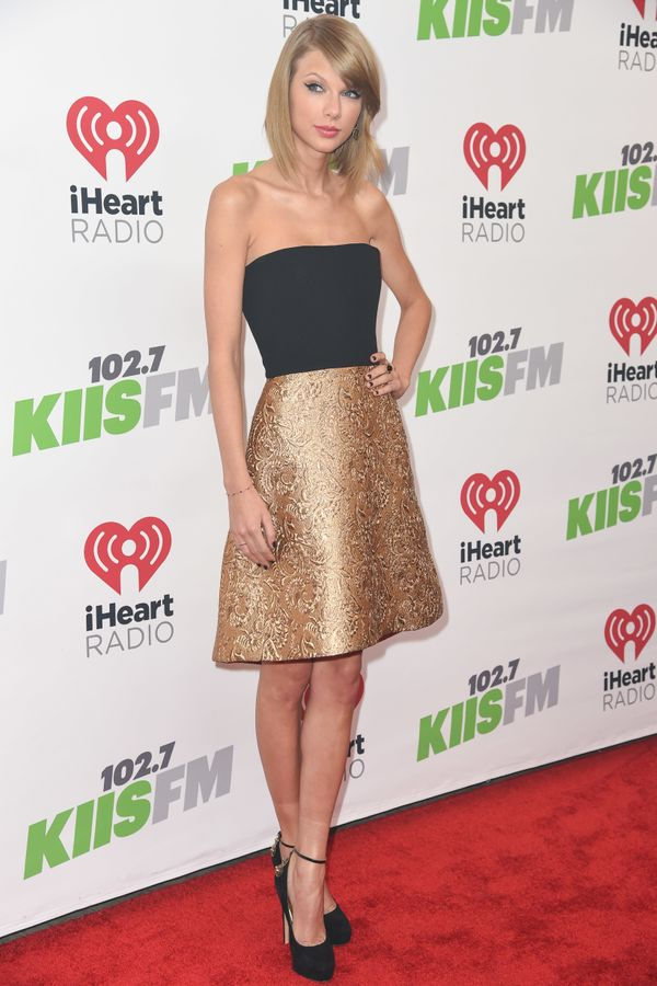 Gold and black are <em>the</em> colours for the holiday season. Of course, Tay is all over it.