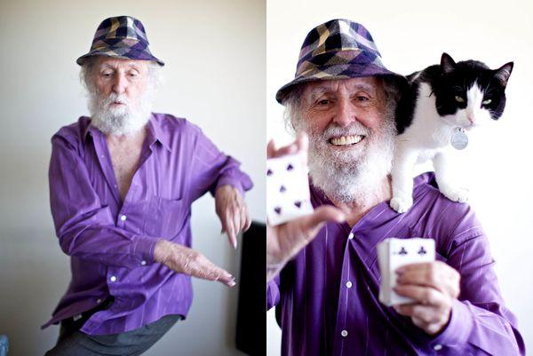 폴 피건(Paul Fegen)은 대부분의 인생을 백만장자로 살았다. 80세인 지금 그는 카드 마술사다. 66세에 파산을 겪은 그는 마술공연을 통해 돈을 벌고 있다.
