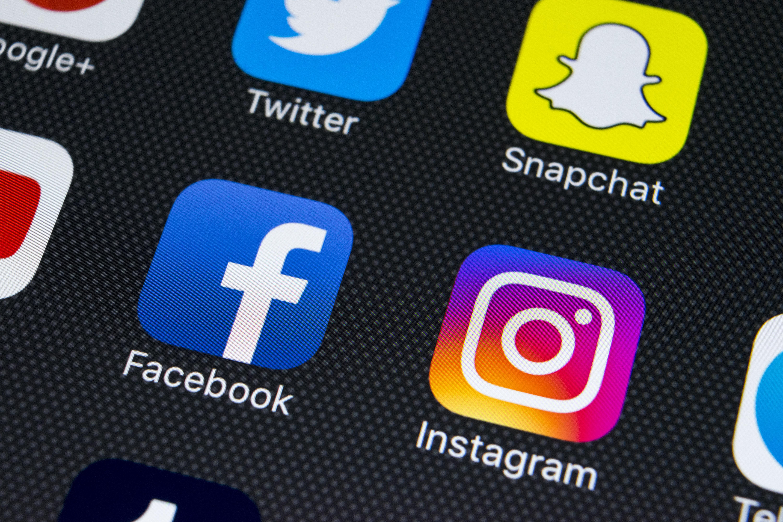 Facebook: 50εκατ. λογαριασμοί στο έλεος χάκερς. Τι πρέπει να κάνουν οι