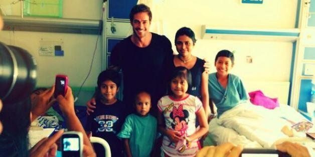 William Levy Visits Children's Cancer Hospital In Mexico (PHOTOS