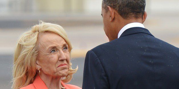 US President Barack Obama chats with Arizona Governor Jan Brewer (L) upon arrival at Phoenix International Airport on August