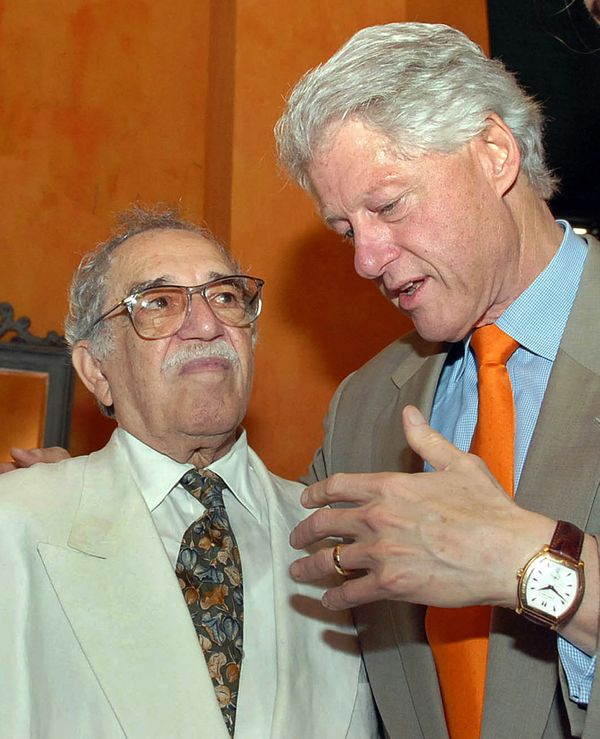 Former U.S. President Bill Clinton (R) speaks with Colombian writer and 1982 Literature Nobel Prize laureate Gabriel Garcia M