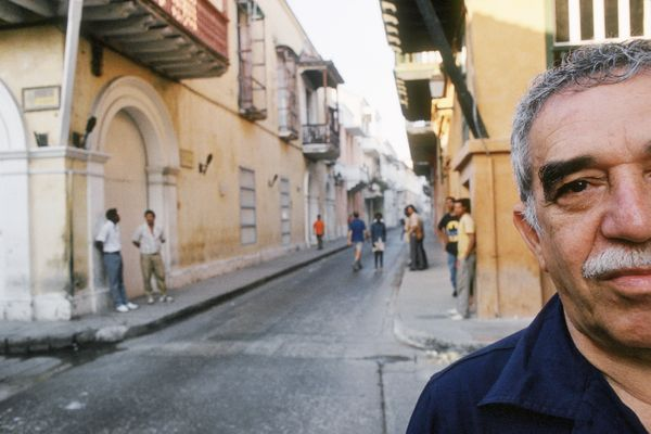 Gabriel Garcia Marquez poses for a portrait session on Feb. 20,1991, in Cartagena, Colombia. (Ulf Andersen/Getty Images)  <a