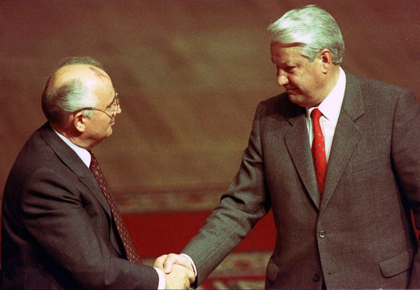 <strong>The Soviet Union collapses, along with the Cold War.</strong>