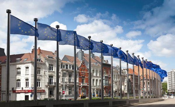 <strong>European countries set aside centuries of violent conflict and create the European Union common market.</strong>