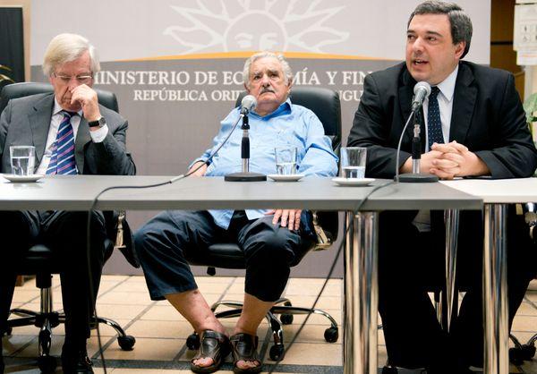 """That's Mujica on Dec. 26, 2013, at the <a href=""""http://www.clarin.com/mundo/Pepe-Mujica-sandalias-ministro-Economia_0_1054694"""