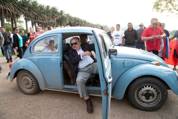 "An Arab sheik offered Mujica $1 million for his 1987 Beetle. <a href=""https://www.huffpost.com/entry/uruguays-president-beetl"