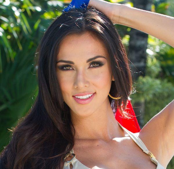 "<strong>Name:</strong> Karina Ramos<br> <strong>Age:</strong> 21<br> <strong>Height: </strong>5'8"""