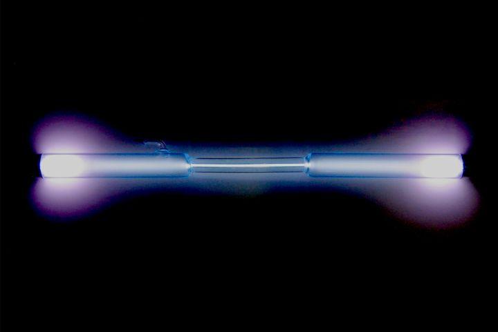 Description 1 Spectrum en:Gas-filled_tube   gas discharge tube : the en:Noble gas   noble gas : en:Xenon   xenon Xe .  Used w