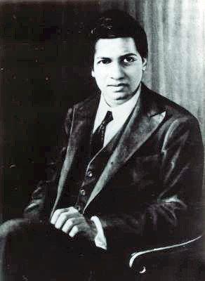 Description Srinivasa Ramanujan  | Source http://owpdb. mfo. de/ Oberwolfach Photo Collection, http://owpdb. mfo. de/detail?