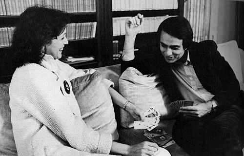 Carl Sagan (1934-1996), astrophysicist and science communicator, playing cards with his wife, Ann Druyan.