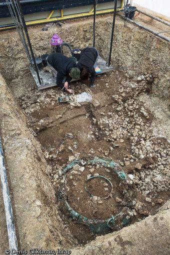 Excavation of the tomb.