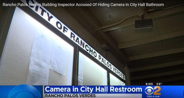 시청 안전검사관이 스타벅스 매장과 시청사 화장실에 '몰카' 설치했다가