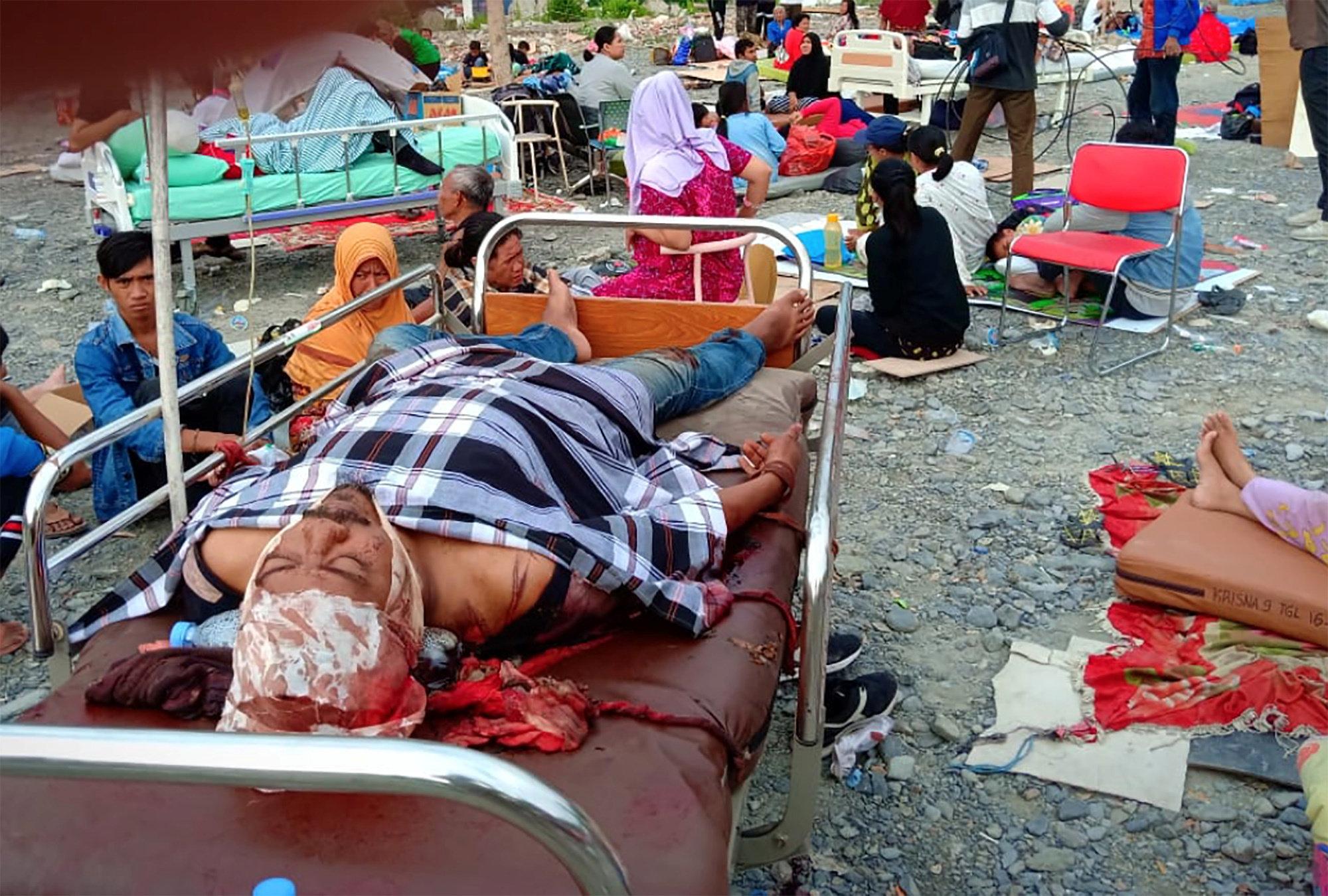 인도네시아 강진·쓰나미 사망자가 최소 384명으로
