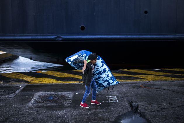 Επιχείρηση απομάκρυνσης των μεταναστών από τις σκηνές στη Μόρια λόγω του