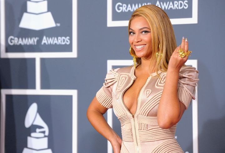 LOS ANGELES, CA - JANUARY 31:  Singer Beyonce arrives at the 52nd Annual GRAMMY Awards held at Staples Center on January 31,