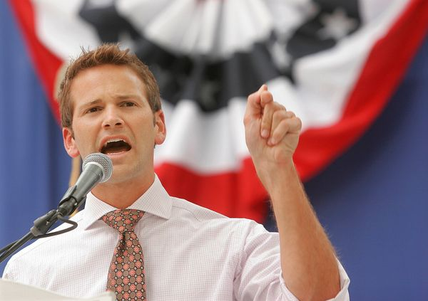 """Journalist Itay Hod <a href=""""https://www.huffpost.com/entry/aaron-schock-outed_n_4542133"""" target=""""_blank"""">unleashed a wave of"""