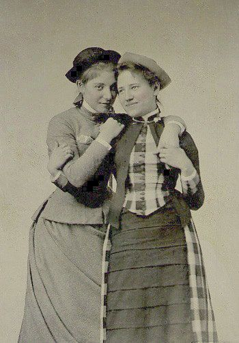 KITTY ELY CLASS OF 1887 (LEFT) AND HELEN EMORY CLASS OF 1889, MOUNT HOLYOKE STUDENTS, VIA VINTAGEPHOTO.LIVEJOURNAL.COM