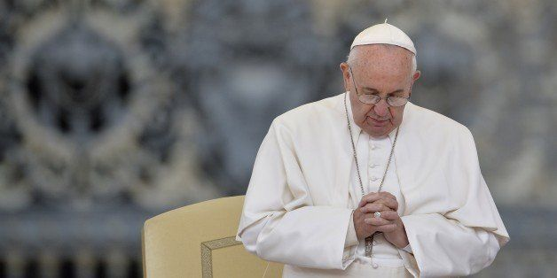 Pope Francis prays during his weekly general audience at St Peter's square on September 30, 2015 at the Vatican.  AFP PHOTO /