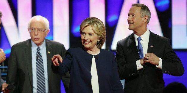 LAS VEGAS, NV - OCTOBER 13:  (L-R) Democratic presidential candidates Sen. Bernie Sanders (I-VT) Hillary Clinton and Martin O