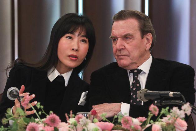 슈뢰더 전 독일 총리와 김소연씨가 베를린에서 결혼식을