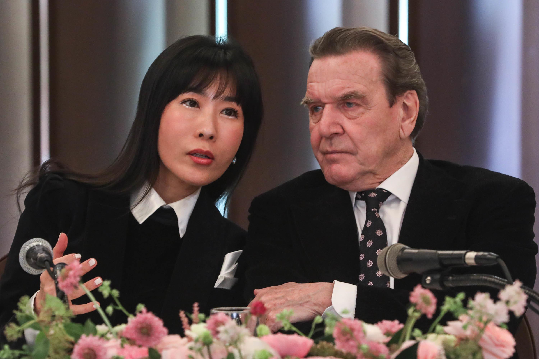 슈뢰더와 김소연이 10월 베를린에서 결혼식을