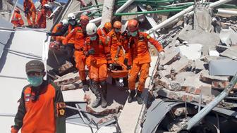 A search and rescue team evacuates a victim from the ruins of the Roa-Roa Hotel in Palu, Central Sulawesi, Indonesia September 30, 2018 in this photo taken by Antara Foto.  Antara Foto/BNPB/ via REUTERS ATTENTION EDITORS - THIS IMAGE WAS PROVIDED BY A THIRD PARTY. MANDATORY CREDIT. INDONESIA OUT.