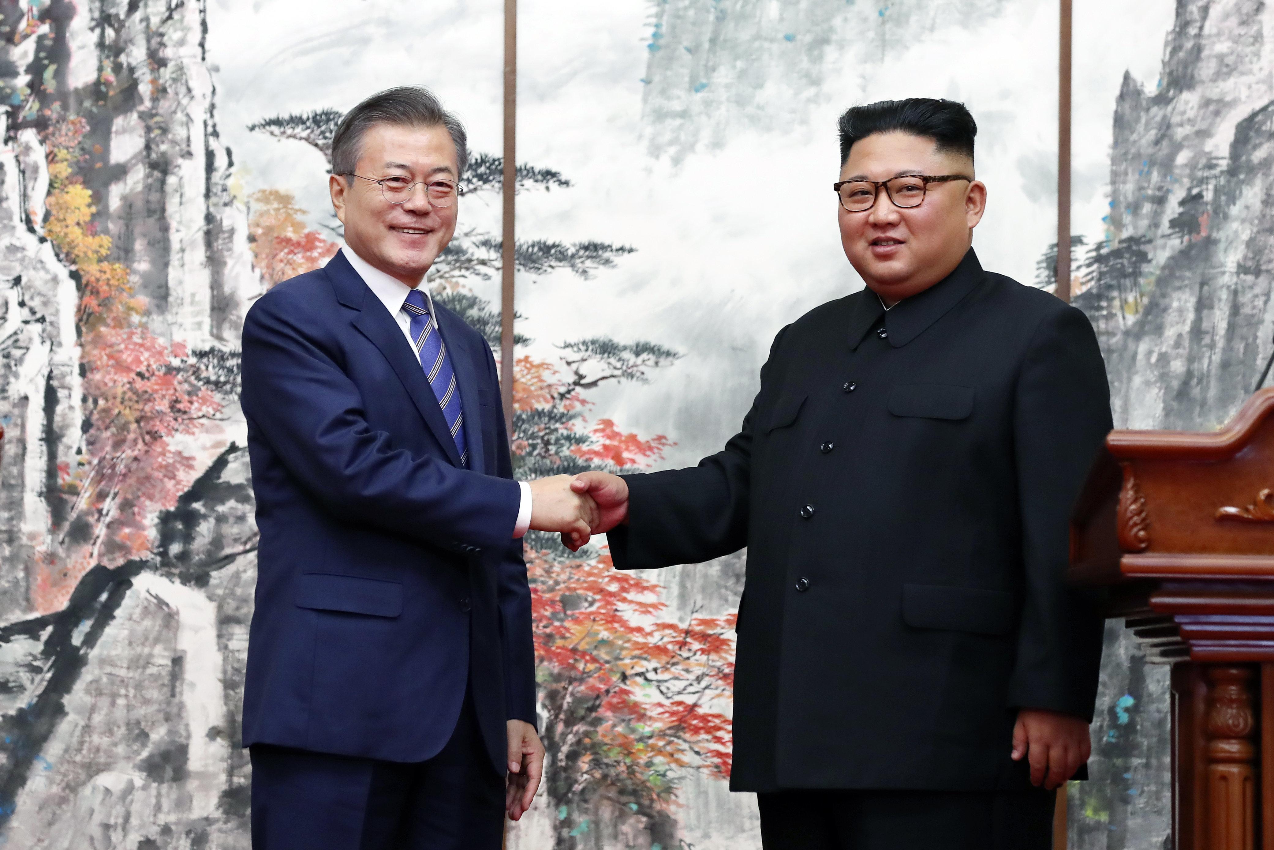 김정은이 문대통령에게 보낸 선물이 공개됐다(사진)