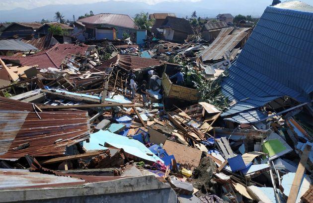 Indonésie: Plus de 800 morts dans les séismes et tsunami aux