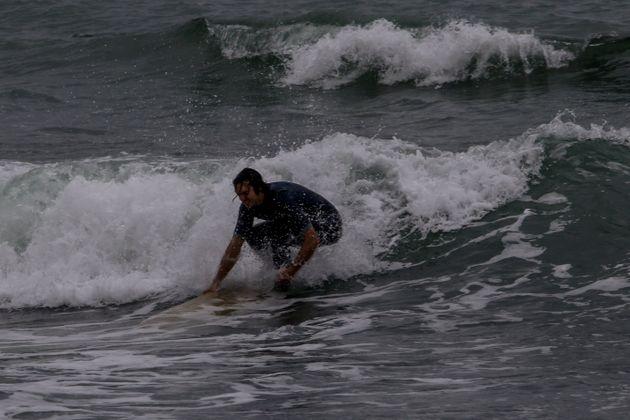 Σερφάροντας με τα κύματα του «Ζορμπά» στον