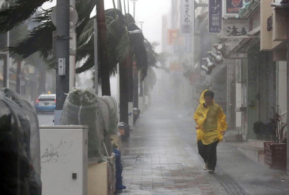 Ο τυφώνας Τράμι σαρώνει την Ιαπωνία. Δεκάδες τραυματίες και καταστροφές