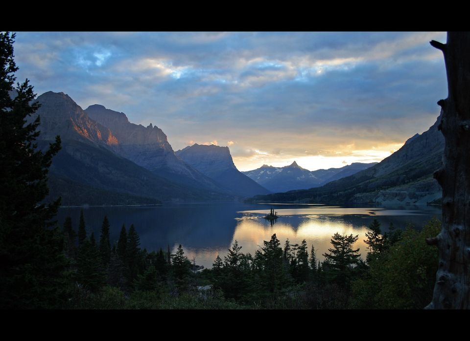 "Glacier National Park sunset (<a href=""http://www.flickr.com/photos/backpackphotography/246202968/"" target=""_hplink"">backpack"