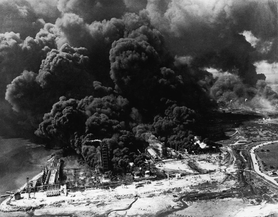 19th April 1947:  Clouds of smoke pouring from the blazing Monsanto plant at Texas City before it exploded and set the Pan Am