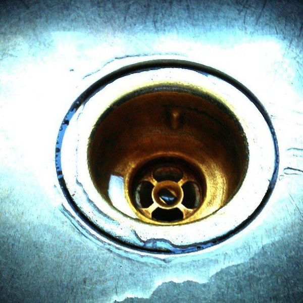 "Got a stinky drain? <a href=""http://www.saltworks.us/salt_info/salt-uses-and-tips.asp"" target=""_blank"">Pour a saltwater mixtu"