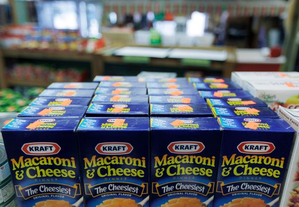 "In September, food giant <a href=""https://www.huffpost.com/entry/kraft-food-dye_n_4181792"" target=""_blank"">Kraft announced</a"
