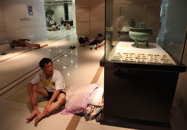"""People take shelter from a <a href=""""http://www.weather.com/news/historic-heat-wave-china-july-20130731"""" target=""""_blank"""">recor"""