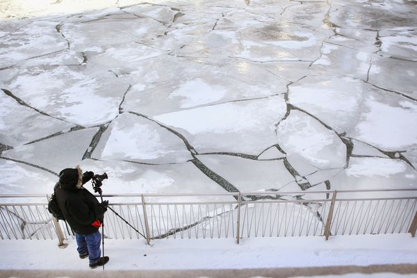 Ice builds up on the Chicago River as temperatures drop below zero January 27, 2014. (Photo by Scott Olson/Getty Images)