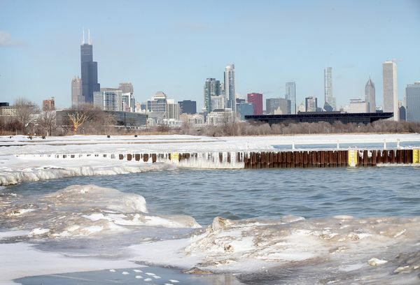 Ice covers the shore at 31st Street Beach as temperatures drop below zero January 27, 2014. (Photo by Scott Olson/Getty Image
