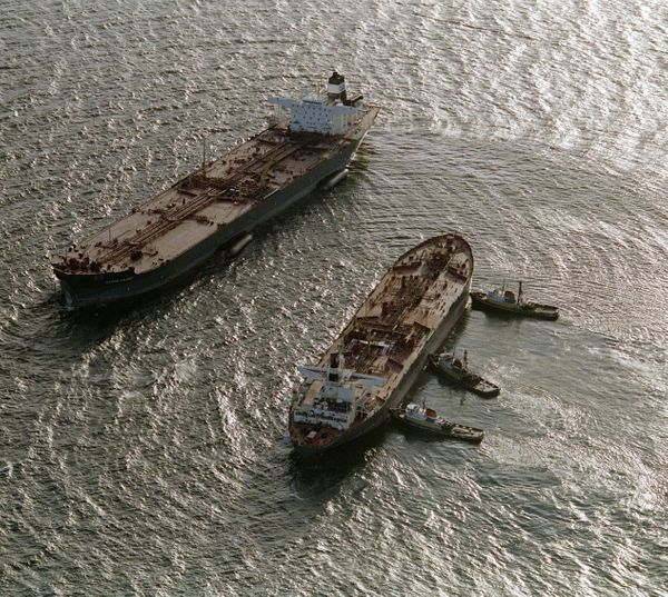 Three tugboats (R)  push the oil tanker Exxon San Francisco (C) into place beside the crippled tanker Exxon Valdez (L) in Pri