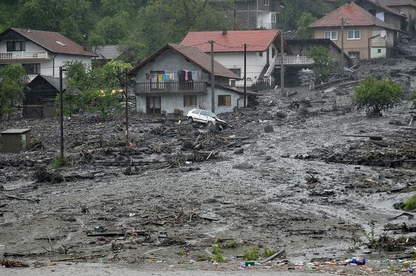 Severe flooding in Serbia and Bosnia-Herzegovina has forced schools to close and hundreds of people to evacuate their homes.