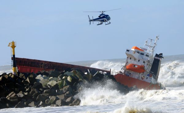 The 'Luno' Spanish cargo ship crashed close to the port of Bayonne.