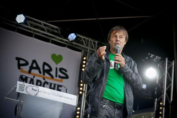 프랑스 환경단체 '니콜라 윌로 재단'의 니콜라 윌로(Nicolas Hulot)가 연설하는 모습. 파리에서는 2만5000명이 행진에 참여한 것으로 집계됐다.