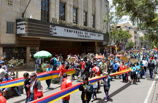 콜롬비아의 수도 보고타에서는 5000여명의 시민이 행진에 참여했다.